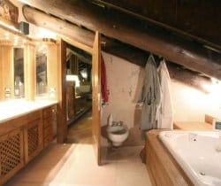 Chalet Rouge: Bathroom