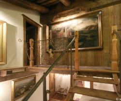Chalet Rouge: Stairs