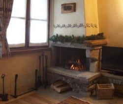 Chalet Apartment Abete: Fireplace