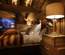Chalet Fantasy: Master bedroom