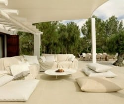 Villa Amala: Al fresco chill out area