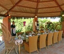 Villa Dolmabahce: Al fresco dining