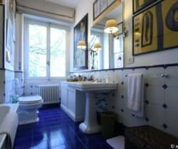 Apartment Zeus: Master bathroom