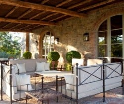 Villa Brunello: Outdoor chill out area