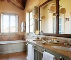 Villa Cornia: Bathroom