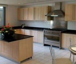 Villa Shanti: Kitchen