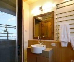 Cesa de Vin: Shower room