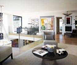 Villa Sabika: Mezzanine living area