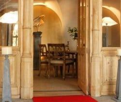 Chesa Albertini: Entrance hall
