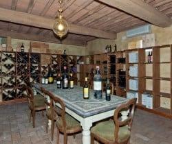 Villa Carice: Wine cellar