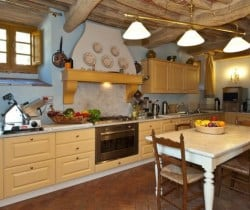 Villa Falasco: Kitchen