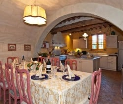 Villa Fumana: Kitchen with dining room