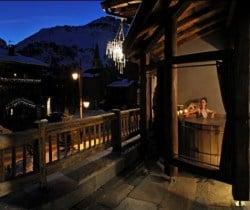 Chalet Lhotse: Outdoor Jacuzzi