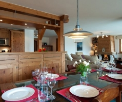 Chalet Blossom: Living/dining/kitchen area