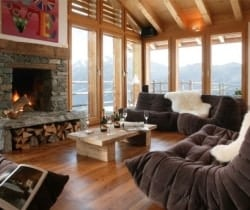 Chalet Holly: Living area
