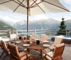 Chalet Holly: Al fresco dining area