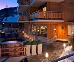 Chalet King: Terrace anda entrance