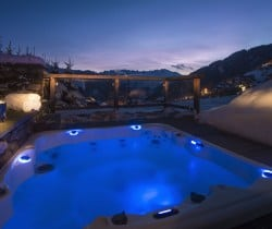 Chalet Tournalon: Outdoor Jacuzzi