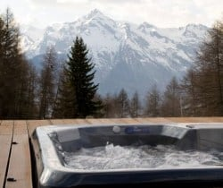 Chalet Sattva: Outdoor hot tube