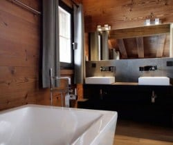 Chalet Sattva: Bathroom