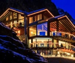 Chalet Aradia: Night view