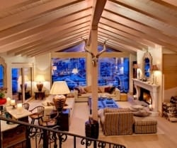 Chalet Jewel: Living/dining area