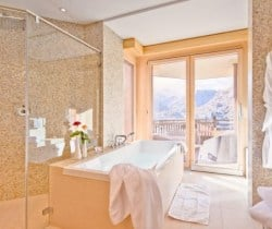 Chalet Jewel: Bathroom