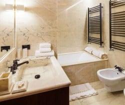 Chalet Mietres-Bathroom