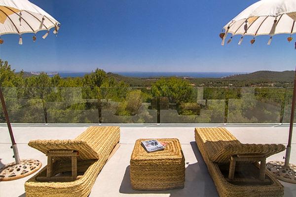 Luxury villa rental sun spain balearics ibiza for Villas gaia