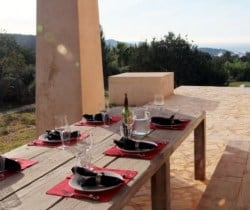 Villa Gazules: Al fresco dining area