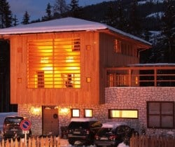 Chalet Morisa-Exteriors by night