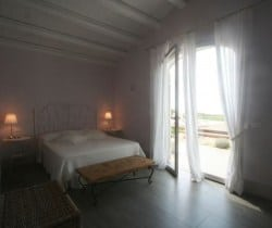 Villa Plumbago - Double Bedroom 1b