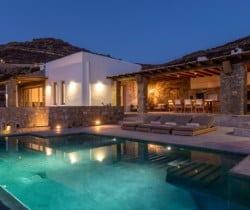 Villa Asteria-Exterior by night
