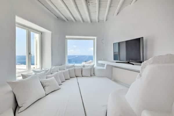 Villa Sapphira-Tv room