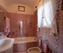 Villa Regina-Bathroom