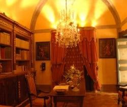 Villa Phebe: Library