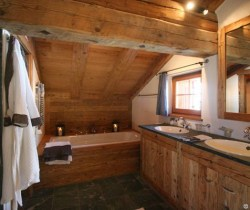 Chalet Vail: Master bathroom